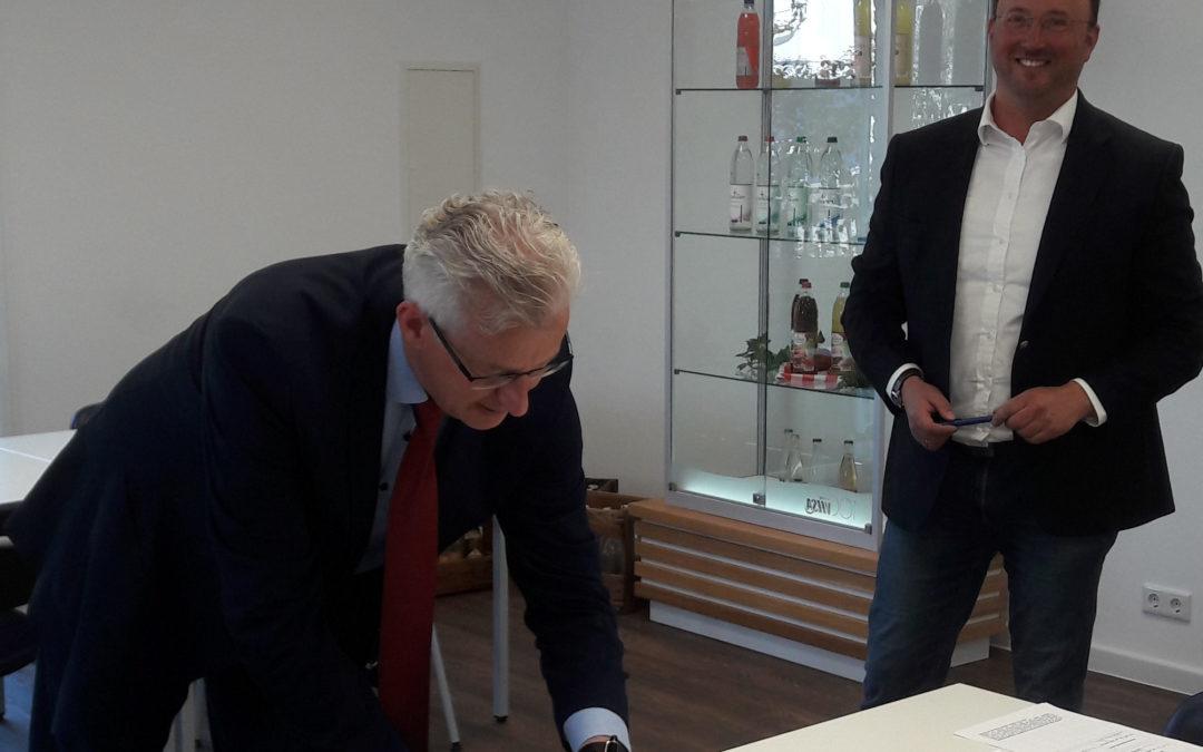 Oberschule Bruchhausen-Vilsen und VILSA-BRUNNEN unterzeichnen Lernpartnerschaft